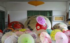 油纸伞和制伞劳动者-访明油纸伞及制作工艺人