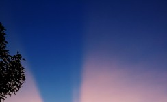 天空有道美丽的光