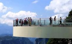 《云端玻璃廊桥》