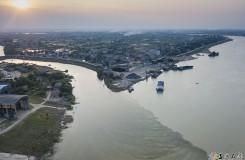 洪水过后的AG和记娱乐,资江与志溪河显泾渭分明。