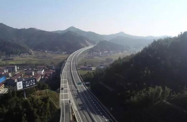 昨天,马安高速通车