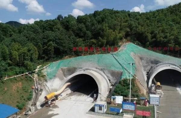 长益扩容工程唯一隧道单幅贯通