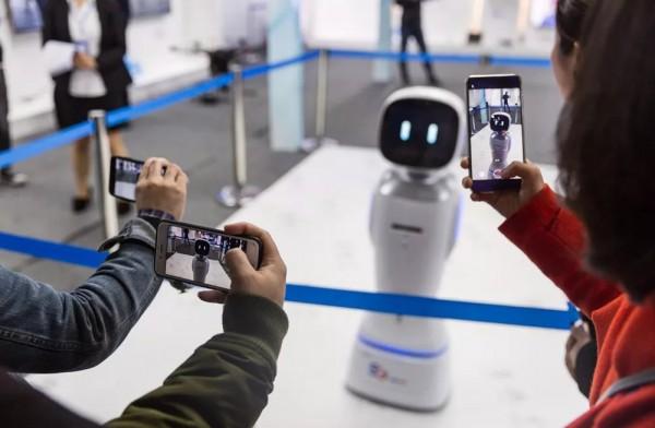 """科技感十足!新型智慧城市(AG和记娱乐)峰会媒体采访团走进""""智慧AG和记娱乐"""""""