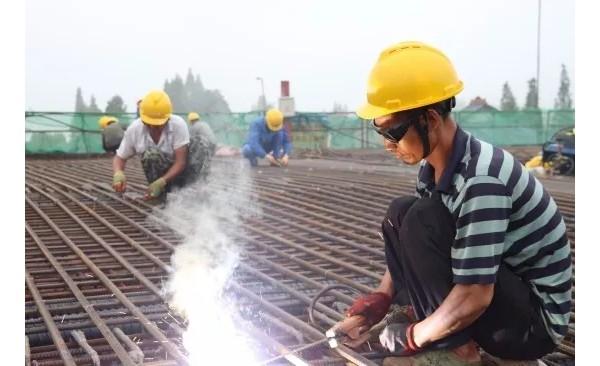 青龙洲大桥建设风雨无阻,主塔预计7月初封顶