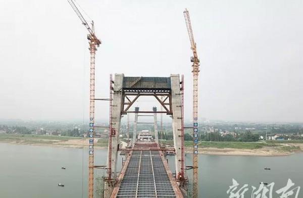 AG和记娱乐青龙洲大桥北主塔顺利封顶