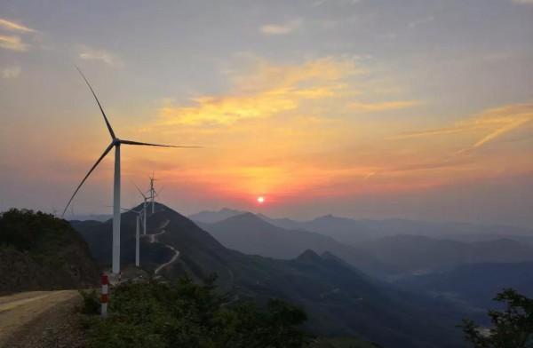 松木塘风电场首台机组成功并网发电